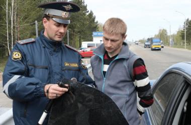 """Нове """"покращення"""" для кримчан: жителів півострова хочуть карати за тонування авто"""