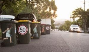 Сміттєві баки вбережуть австралійських водіїв (відео)
