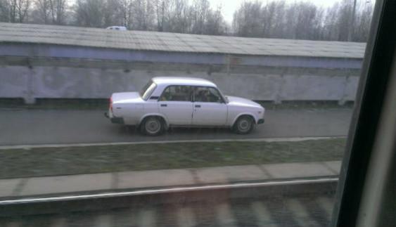 У Києві новий тренд: авто влаштовують перегони зі швидкісними трамваями