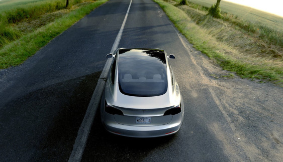 Глава Fiat заявив про готовність «скопіювати» Tesla Model 3