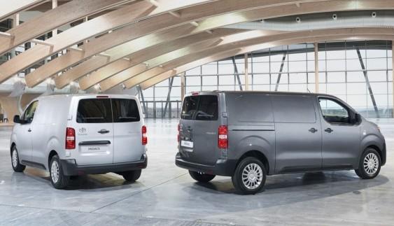 Toyota представила комерційний фургон ProAce
