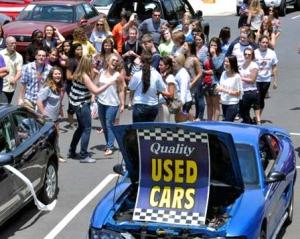 Автосалонам дозволили продавати вживані авто