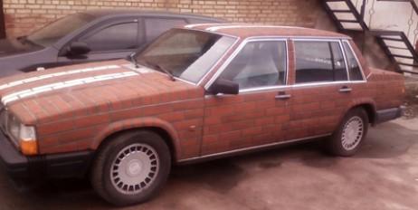 В Україні знайшли унікальне Volvo, обкладене керамічною плиткою