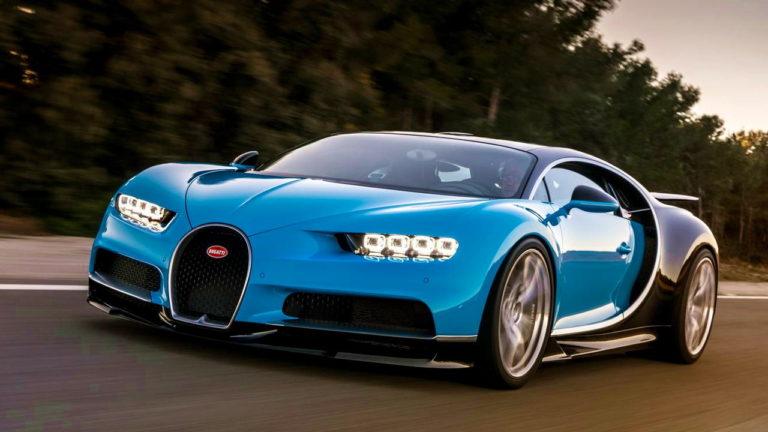 Bugatti-Chiron-Driving