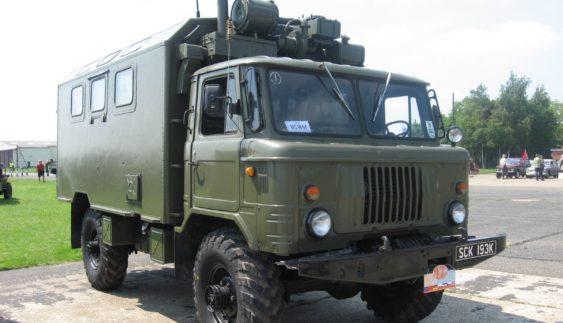 Вражає: як вантажний автомобіль ГАЗ-66 долає брід