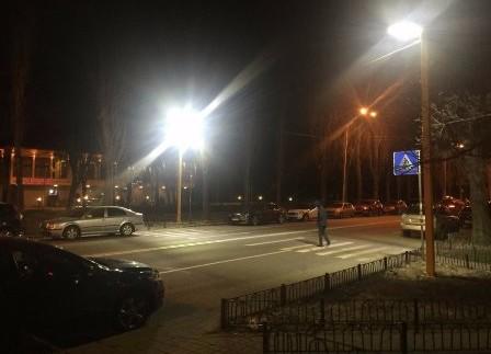 В Україні з'явився перший пішохідний перехід з LED підсвічуванням
