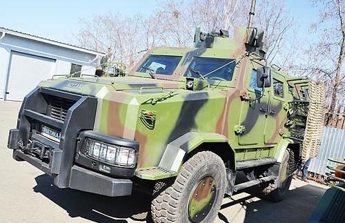 Для зони АТО підготували оновлений бронеавтомобіль