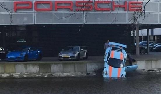 Вражаюче: як дилери втопили Porsche 911 за 200 000$