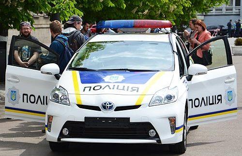 Хто ремонтує розбиті поліцейські Toyota Prius