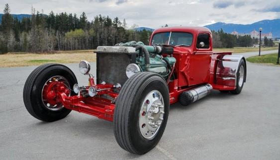 Гігантський і незвичайний автомобіль з вантажівки