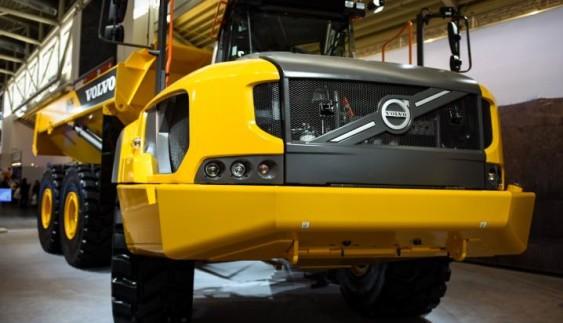 Найбільший шарнірний самоскид Volvo A60H вантажопідйомністю 60 тонн