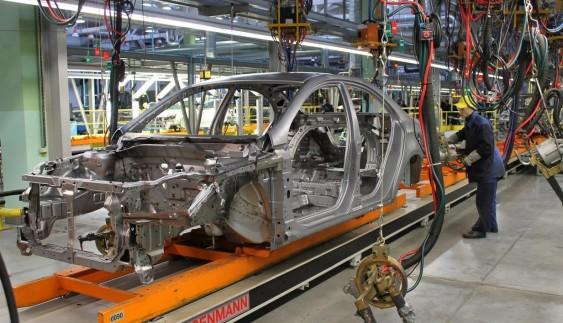 Український автопром: більшість заводів не працюють