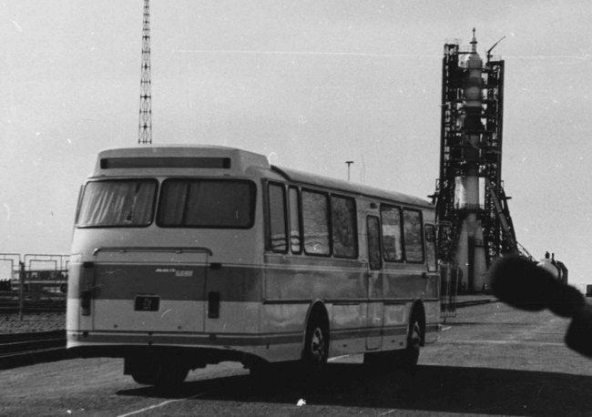 kak-avtobusy-lazy-stali-zvezdnymi-laynerami_1
