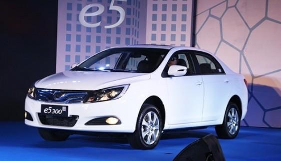 У Китаї відбулася презентація електромобіля BYD e5 300