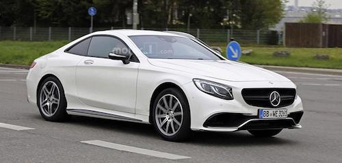 Mercedes-Benz вивів на тести свій новий родстер