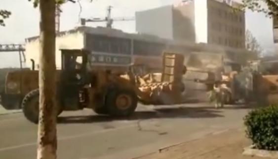 """Відео дня: як виглядає битва """"великих машин""""?"""