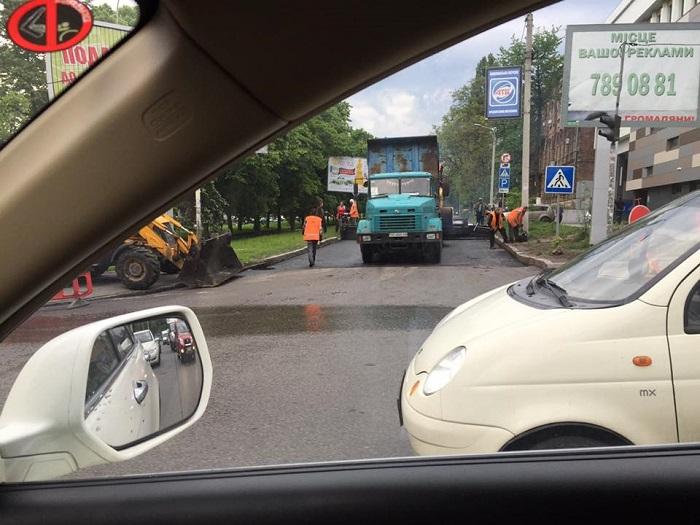 дороги-дощ-підлужний