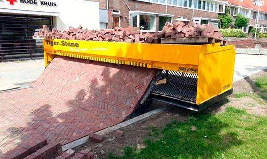 """Як в Голландії """"друкують"""" дороги з бруківки (Відео)"""