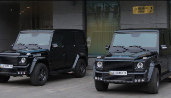 Картина маслом: два Brabus G800 Widestar за $ 1 млн на парковці в Харкові
