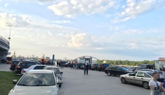 """Поштову площу знову заполонили """"автохами"""" (Фото)"""