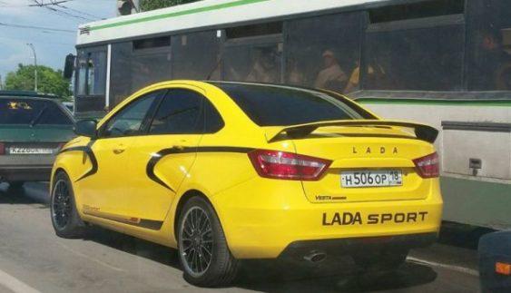 У мережу потрапили перші фото спортивної Lada Vesta