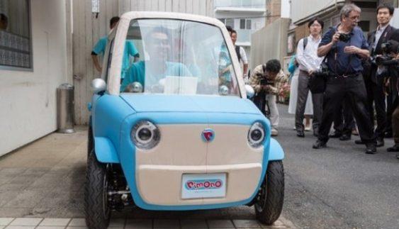 В Японії розробили перший в світі пластиковий електрокар