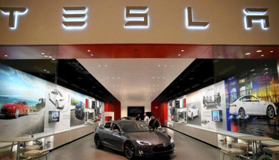 Компанія Tesla несе великі збитки