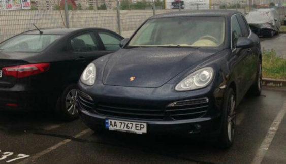 В Україні помічені два автомобіля Porsche з однаковими номерними знаками