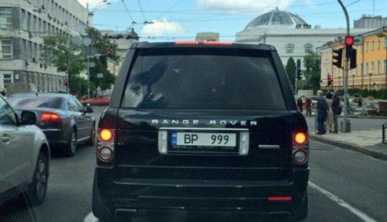 Вища проба: у Києві помітили автомобіль з дивними номерами