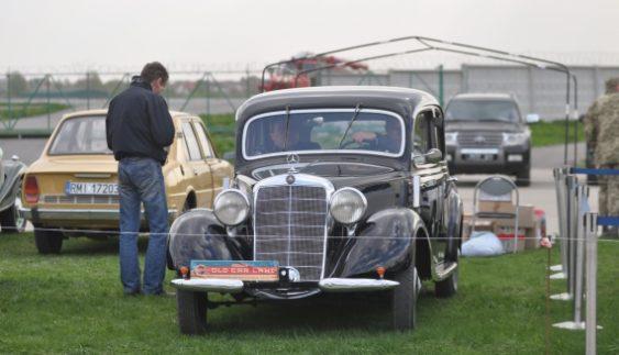 Показали старовинний Mercedes із дерев'яним кузовним каркасом
