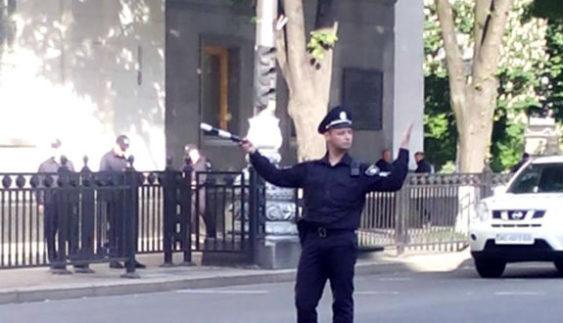 Столичним поліцейським повернули символ корупції колишніх ДАІшників