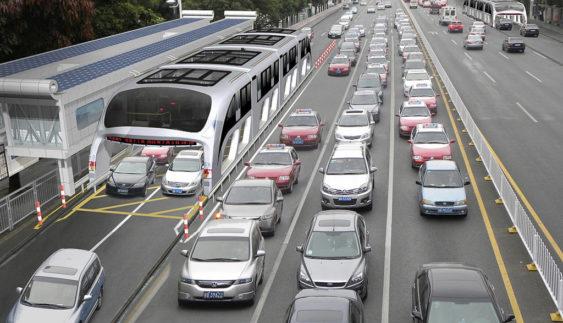 У Китаї хочуть запустити автобус, що їздитиме над машинами (ВІДЕО)