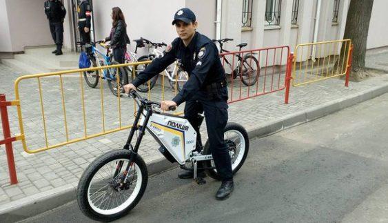 Патрульним видають новий транспорт українського виробництва