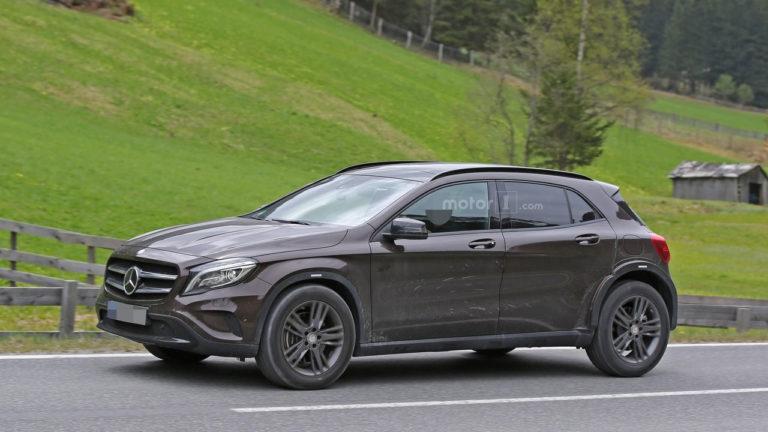 Mercedes-GLB-1