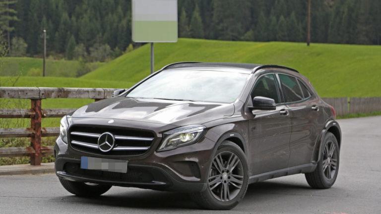 Mercedes-GLB-2