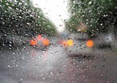 Поради для водіїв: п'ять правил безпечної їзди в дощ