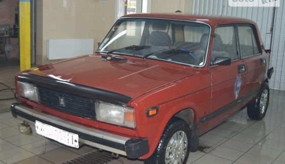 Російський виробник автомобілів припинив поставки в Україну