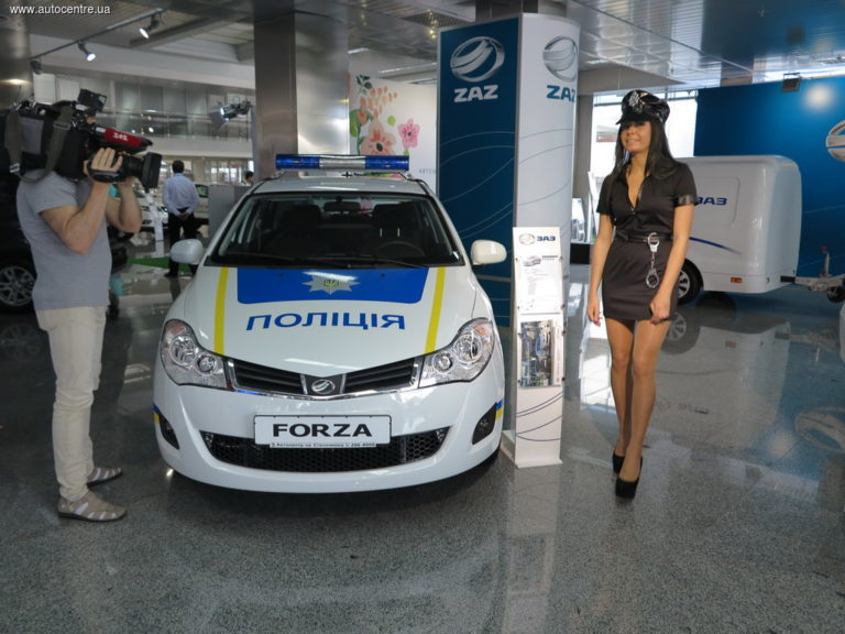 zaz-pokazal-novye-avtomobili-dlya-politsii-i-medikov-video_9