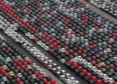 Куди діваються нові непродані авто: вражаючі фото