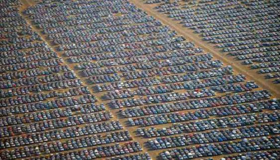 Що виробники роблять з непроданими автомобілями: вражаючі зображення