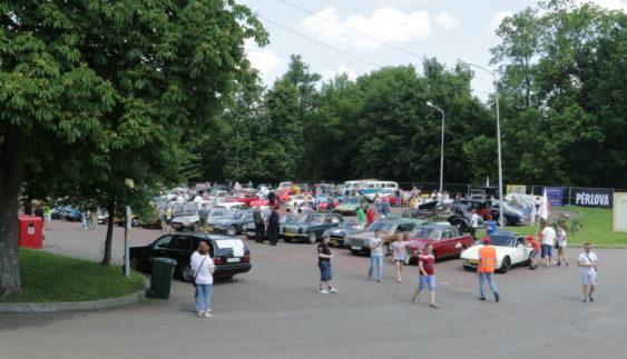 У Львові показують унікальні ретро-автомобілі (Фото)