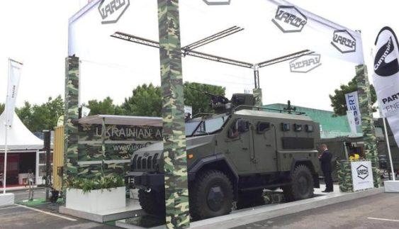 У Парижі на виставці озброєння презентували український броньований автомобіль «ВАРТА» (Фото)