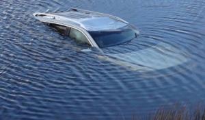 5 кроків порятунку з автомобіля, що тоне