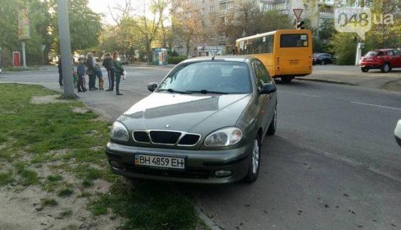 """Герої парковки: в Одесі почали боротьбу з """"автохамами"""" (Фото)"""