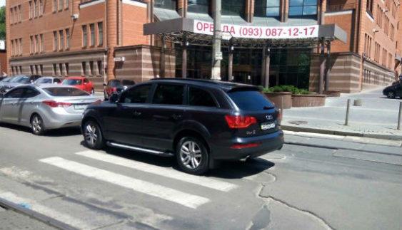 Киянин-водій перевершив усі очікування дегенеративної парковки (Фото)