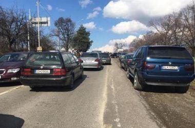 """В Україні хочуть """"амністувати"""" нерозмитнені автомобілі"""