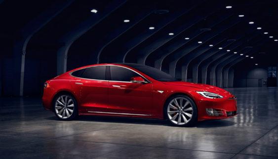 Tesla повернула електрокару Model S «бюджетну» модифікацію