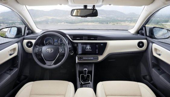 Toyota Corolla: нові знімки рестайлінгової версії