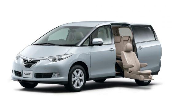 Toyota представила рестайлінговий мінівен Estima