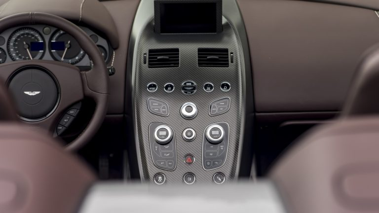 aston-martin-vantage-gt12-roadster-14